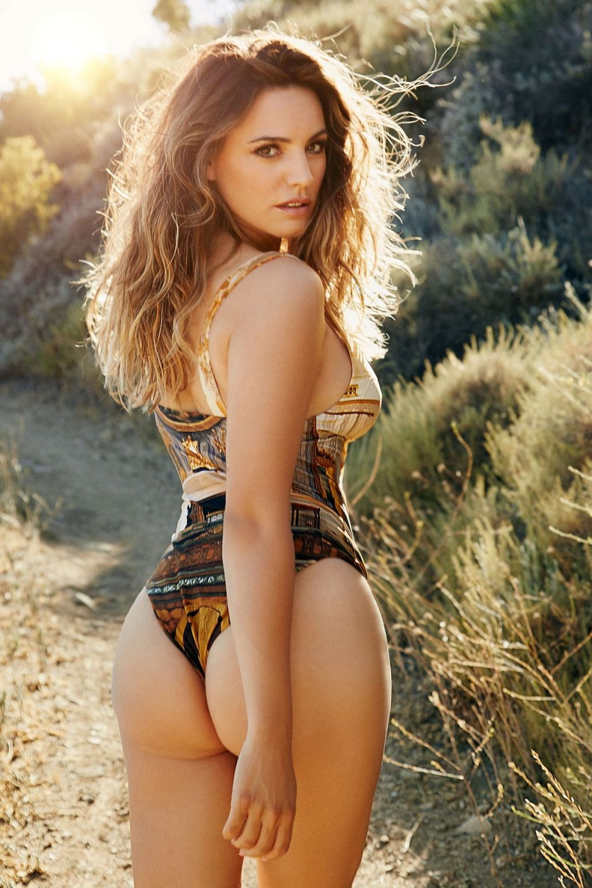kelly-brook-2016-calendar-preview_3